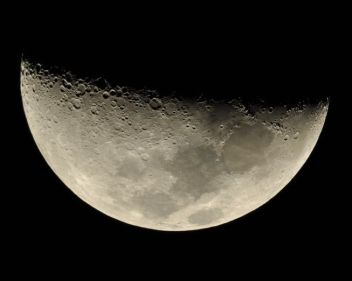 تفسير حلم رؤية القمر ناقص في المنام