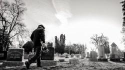 تفسير حلم السير بين القبور في المنام