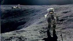 تفسير حلم الصعود الى القمر في المنام