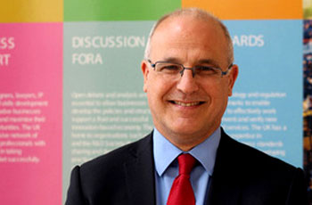 السفير البريطاني مايكل آرنر