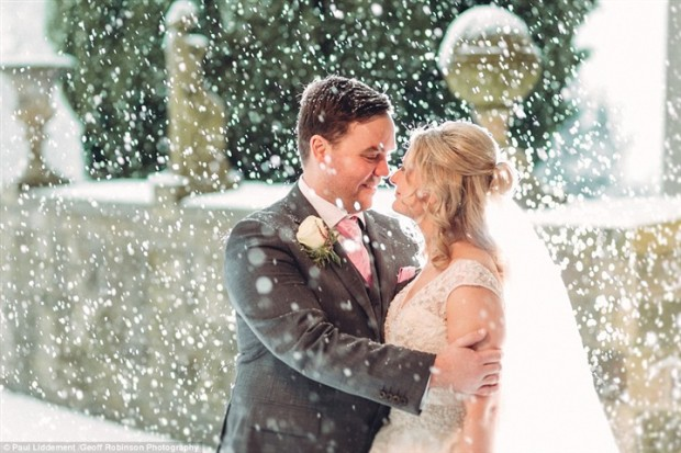 أمنية عروسين تتحقق يوم زفافهما