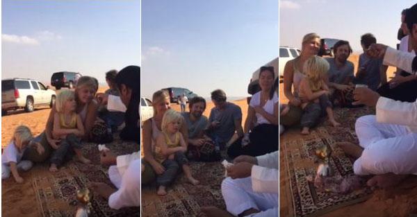 سعودي مع سياح اجانب