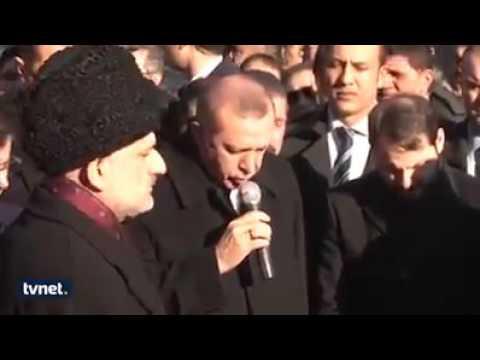 """فيديو.. رئيس تركيا """"أردوغان"""" يودع صحفيا تركيا بآيات من القرآن الكريم.. تلاوة جميلة"""