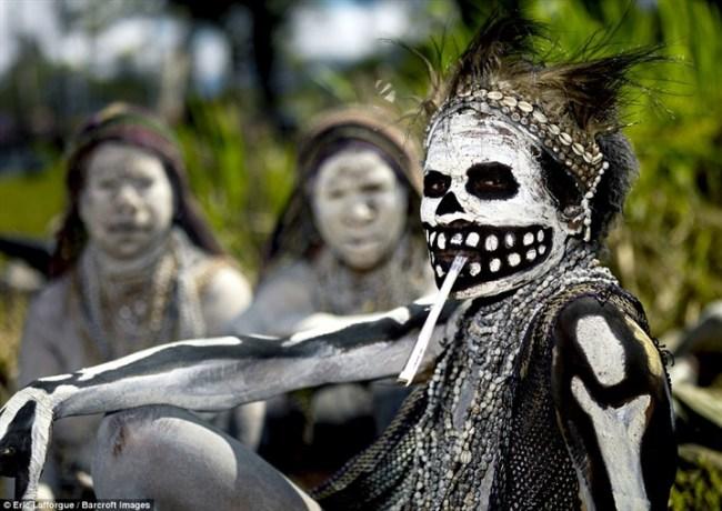 استخدامات المكياج للقبائل حول العالم5