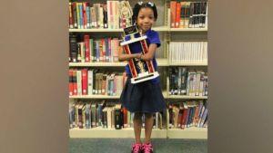 طفلة بدون كفين تفوز بمسابقة للكتابة1