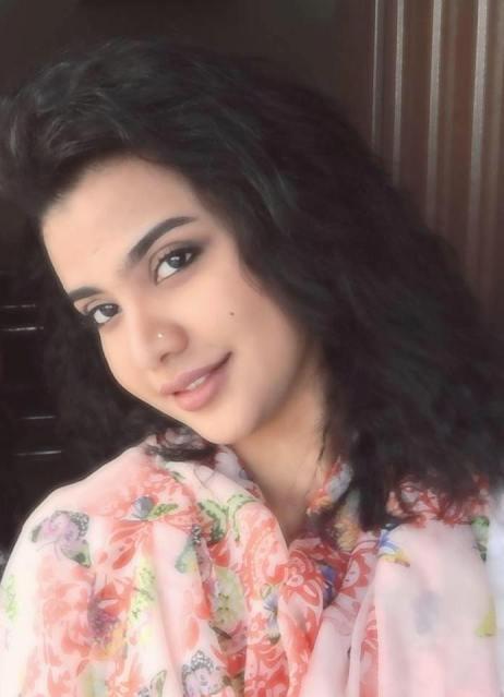 """الحسناء السودانية """"لوشي"""" تعود لإشعال صفحات مواقع التواصل الاجتماعي بصورة جديدة"""