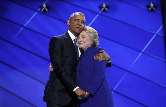 يف سخر نشطاء من أوباما وكلينتون