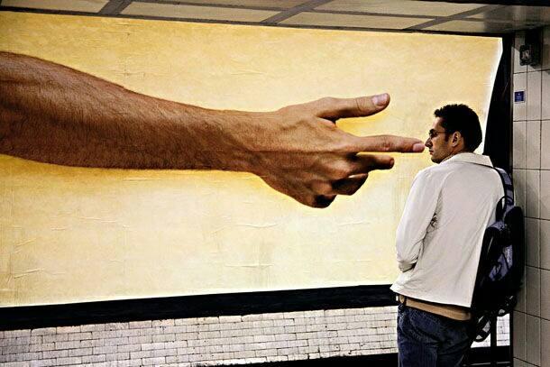 صور التقطت في اللحظة المناسبة للإعلانات والمارة