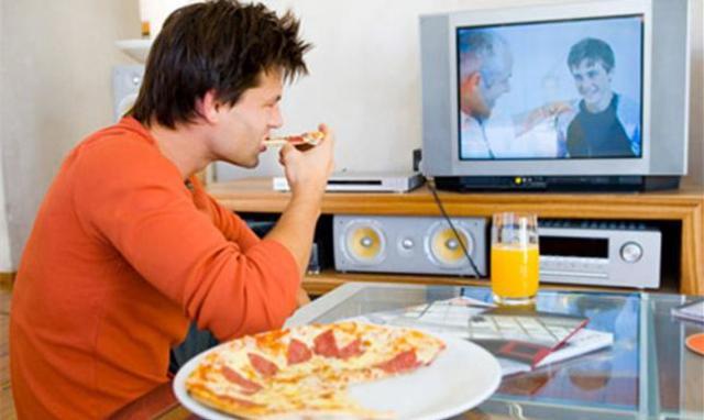 اكل  - مشاهدة - تلفاز