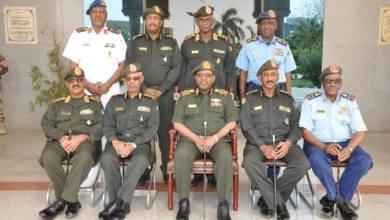 Photo of الجيش يُجدد التأكيد على حماية الوطن والتفافه حول القيادة