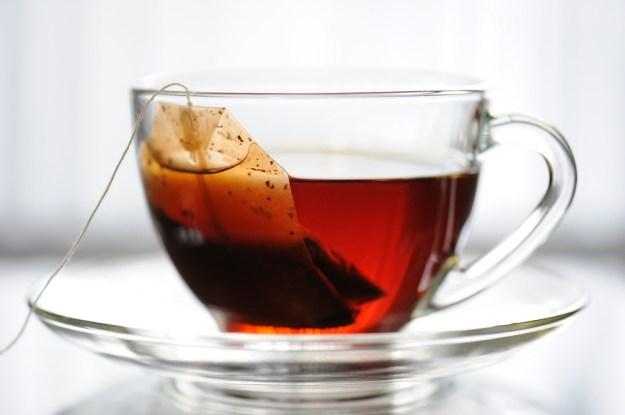 احذر من ترك أكياس الشاي في الكوب لفترة طويلة