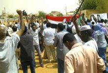 احتجاجات بمنطقة الحاج يوسف بسبب الاعتداء على ميدان بالحي