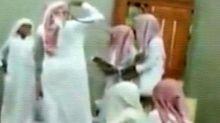 Photo of متابعة بالفيديو: المعلم المعتدي على موهوب فيصلية جدة يعتذر للطالب الذي ضربه ويقبل رأسه أمام زملائه