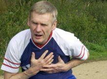 آلام الصدر تنذر بأزمة قلبية .. كل دقيقة تفصل بين الحياة والموت عند الإصابة بأزمة قلبية