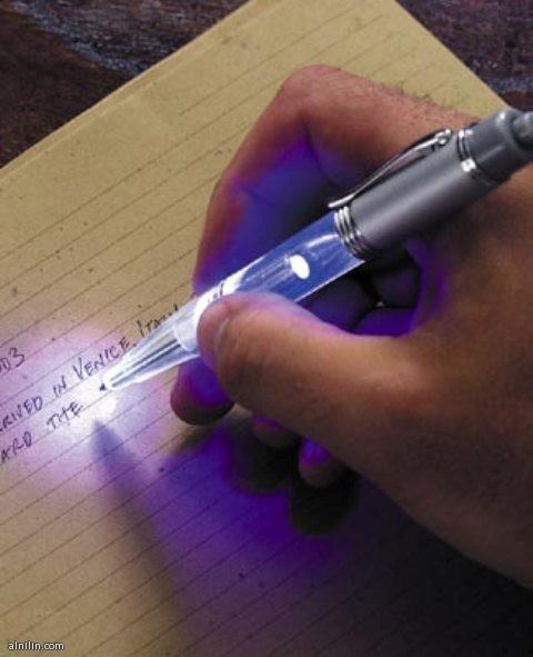 القلم المضئ الذى يمكنك من رؤية ما تكتب خصوصا اذا حدث انقطاع للتيار الكهربائى