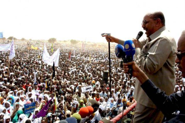 باقان يطالب بالاعتراف بدولة جنوب السودان : القمة الأفريقية تختلف بشأن البشير