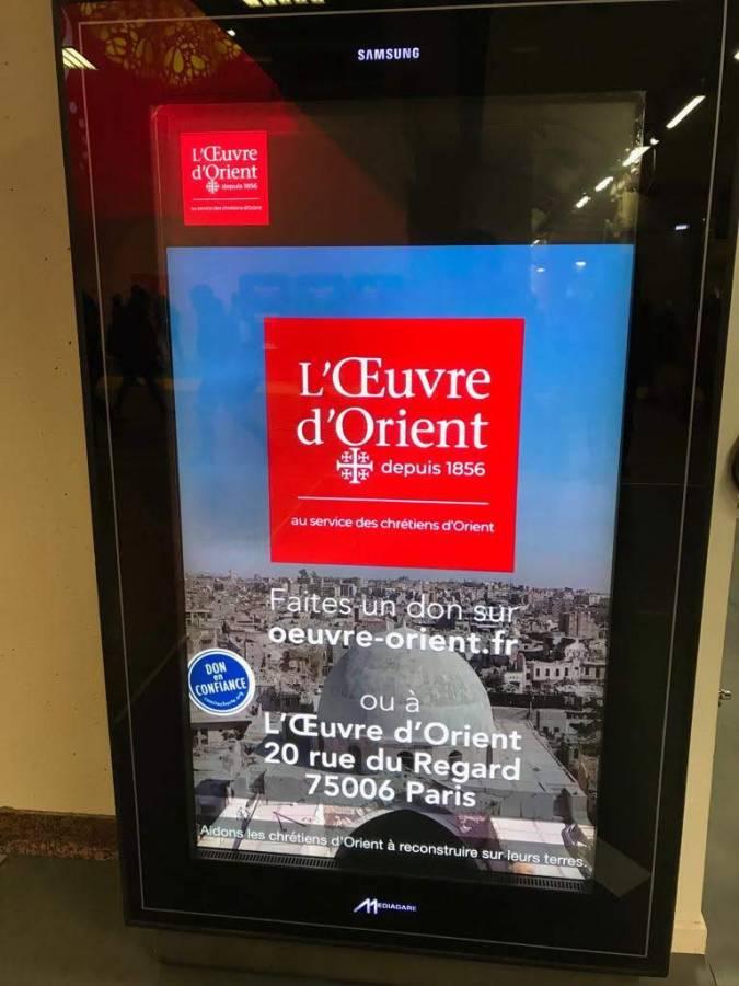 Le spot est diffusé sur les écrans verticaux des gares de Paris, Bordeaux, Lyon et Marseille
