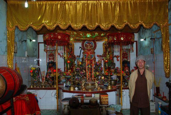 Vietnamesischer Tempel am Berg in Ca Na