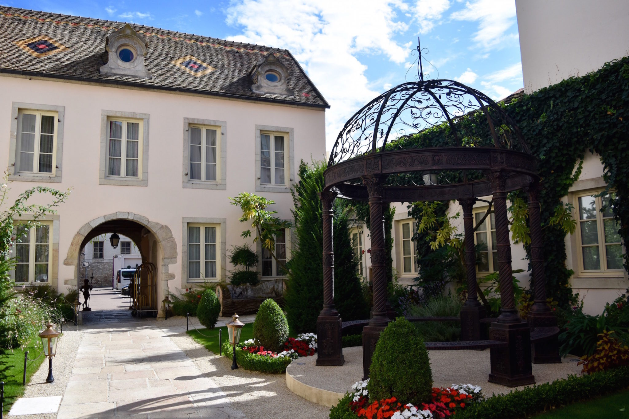 a-lovely-planet-burgundy-hotel-le-cep