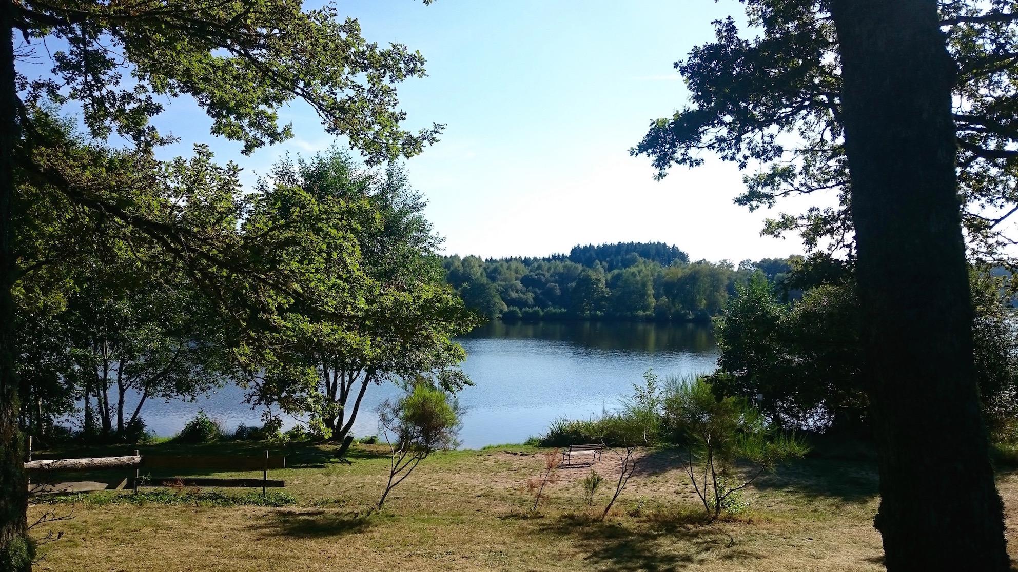 a-lovely-planet-domaine-de-la-pierre-ronde-lake