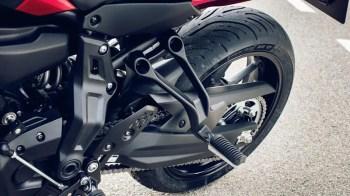 2016-Yamaha-MT07TR-EU-Radical-Red-Detail-011