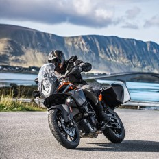 KTM 1090 ADVENTURE (Modell 2018), Listenpreis: 13.395 €. LET'S TRADE KEYS Bonus: 2.000 €.