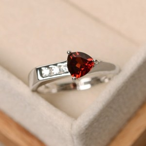 man-made-diamons_garnet_1057704464