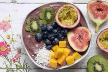 Simple Fruit-Salad Acai Bowl