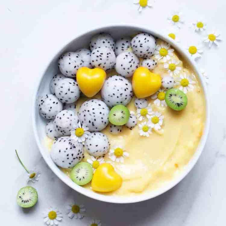 citrus & mango smoothie bowl
