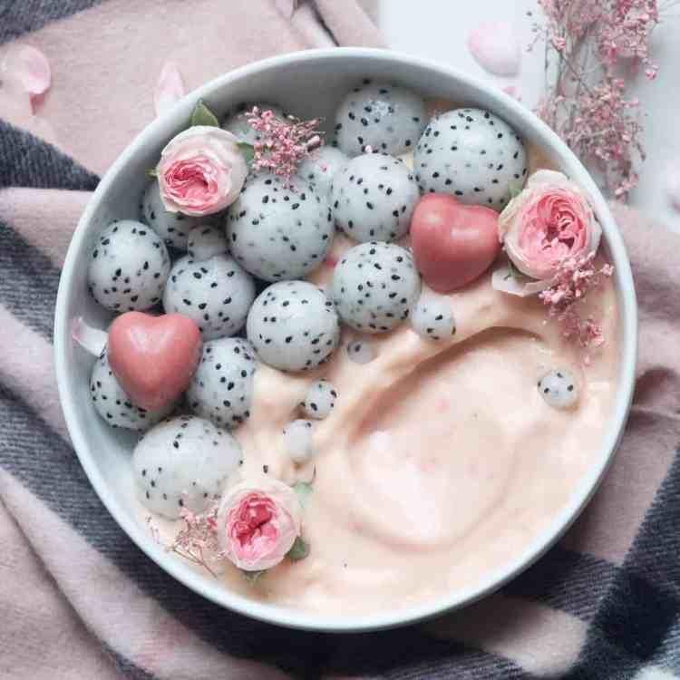 raspberry and mango smoothie bowl