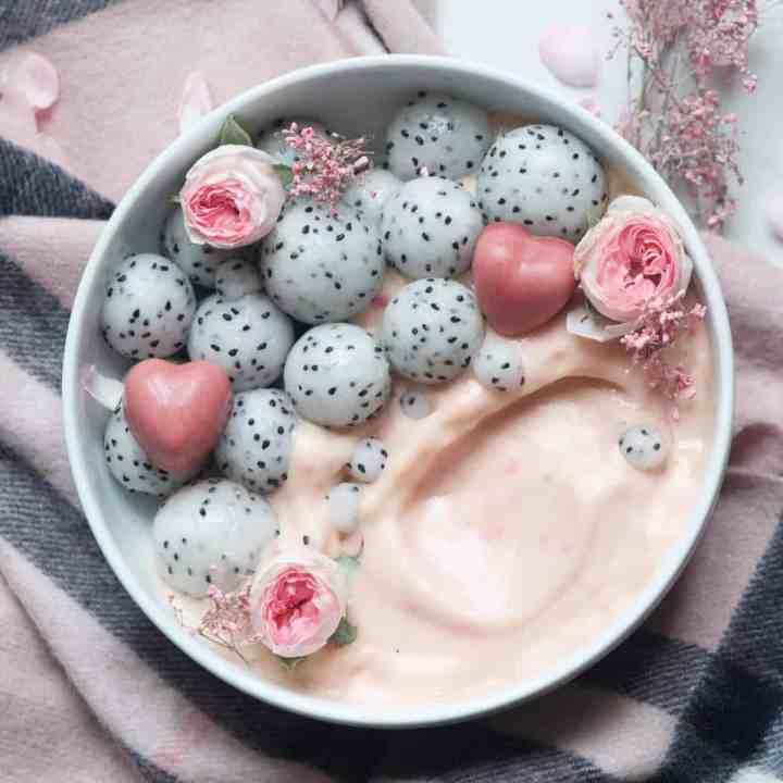 Raspberry & mango Smoothie Bowl