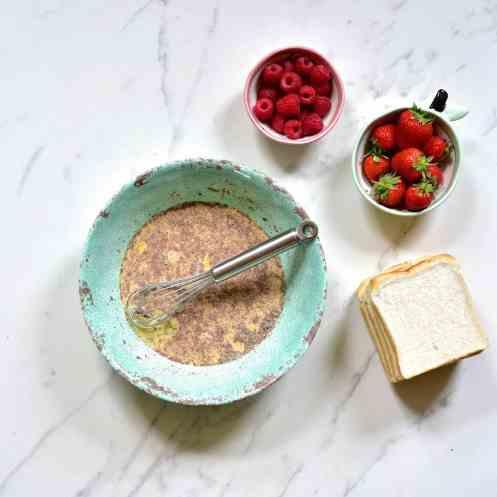 french toast, berries, cinnamon