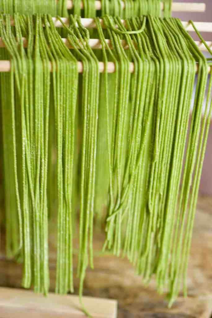 green pasta spaghetti