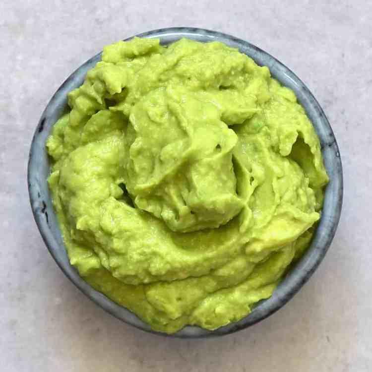 Green-coloured hummus - avocado hummus