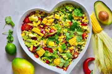 healthy rainbow summer salas with mango, sweetcorn & avocado. Perfect vegetarian bbq recipe and vegetarian salad.