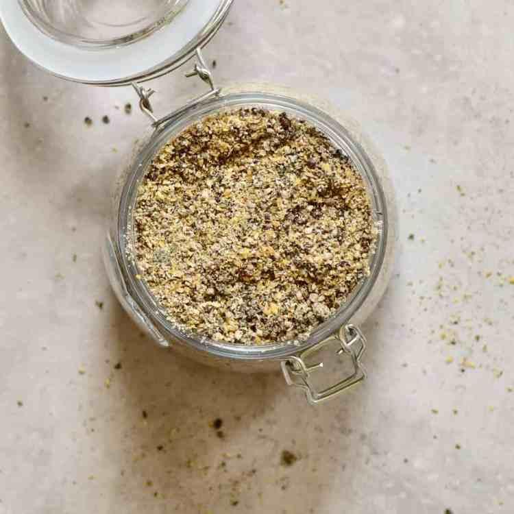 diy homemade 5-seed vegan protein powder/ blend with hemp seeds, pumpkin seeds, linseed, sunflower seeds and pumpkin seeds. including the benefits of the various seeds