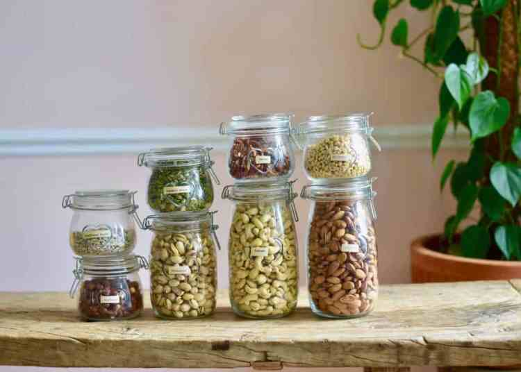 How to store nuts in jars. plastic-free