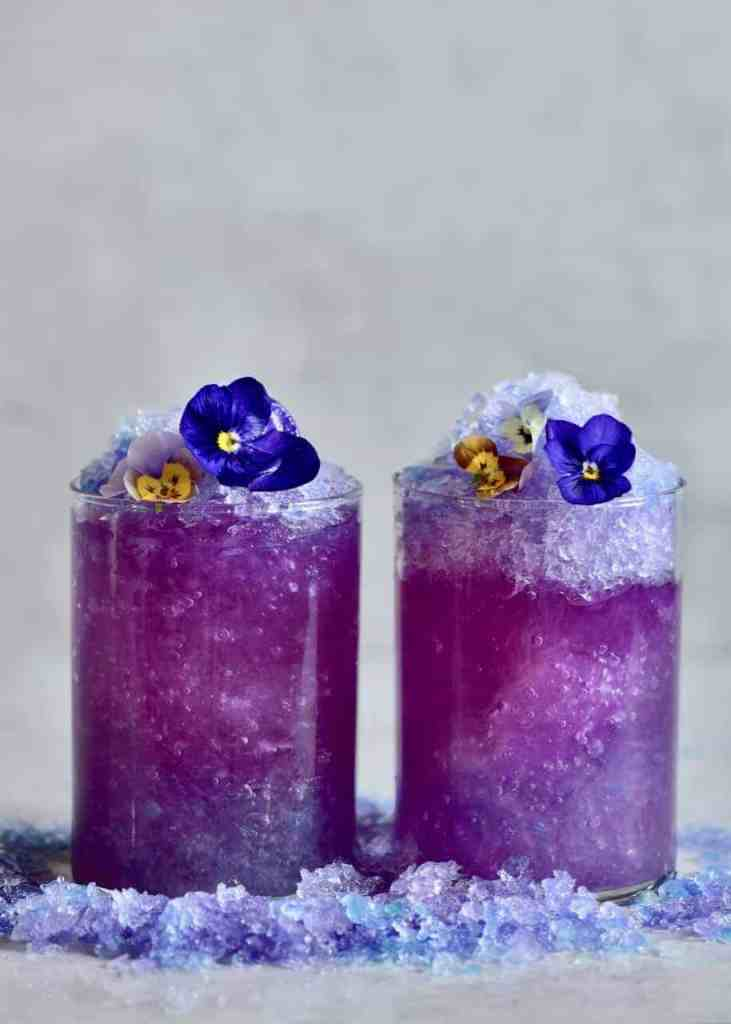 magic colour changing lemonade with blue pea flower tea. simple, less than 10 ingredients, natural colourant. no artificial colours. A fun recipe for kids