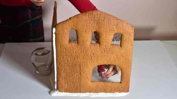 how to make gingerbread house windows with gelatin sheets