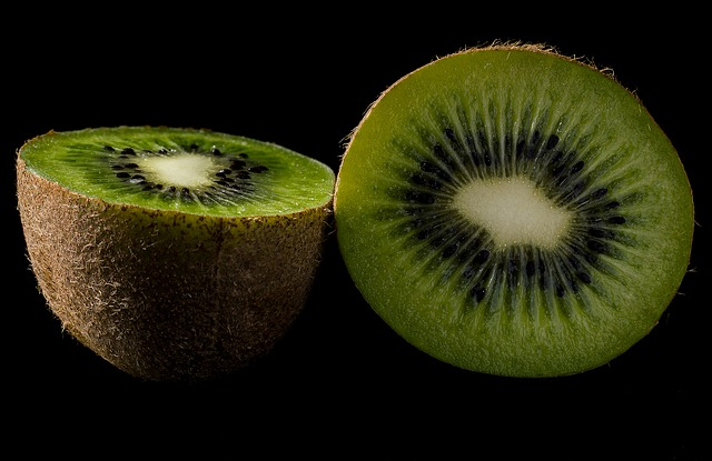 9 Powerful Health Benefits of Kiwi