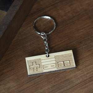 porte clé bois keychain retro gaming console nes vintage