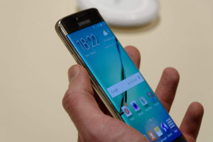 Samsung Galaxy S6 Edge review - left side
