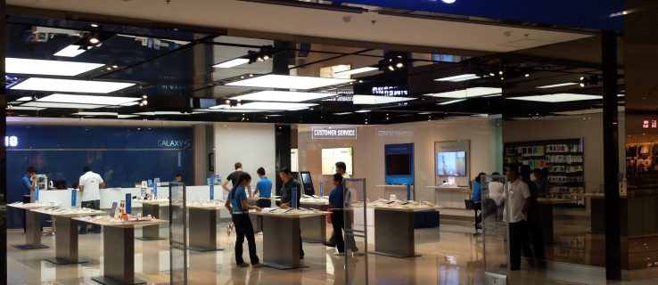 Samsung mobile sales fall by half in China