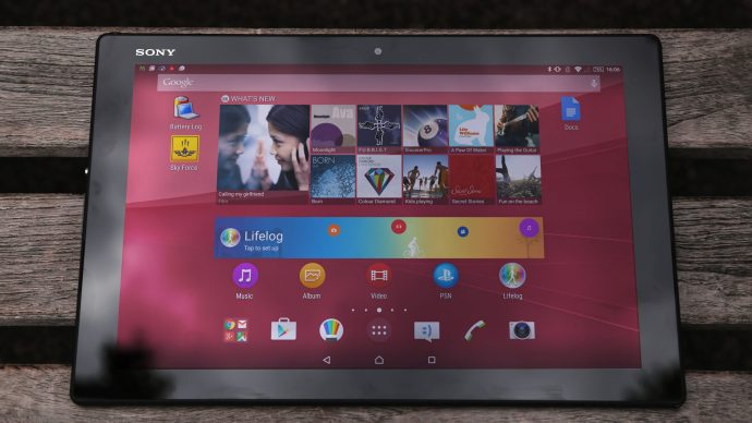 Sony Xperia Z4 Tablet: Tablet head on