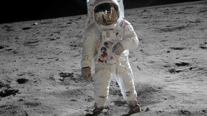 buzz_aldrin_walks_on_the_moon