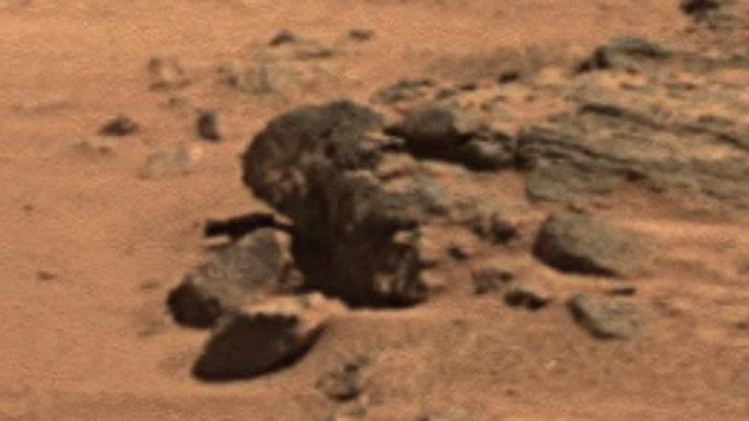 mars-head-statue