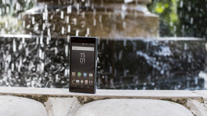 best-smartphones-sony_xperia_z5_compact_1