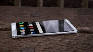 Huawei Mate 8 review: Right edge
