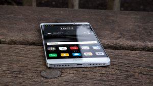 Huawei Mate 8 review: Bottom edge