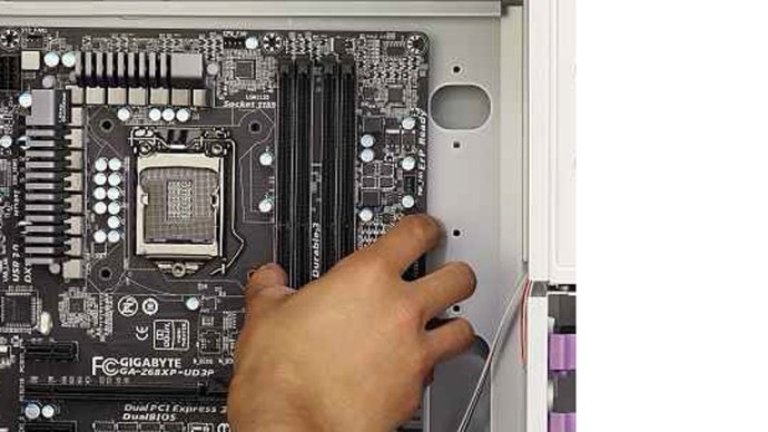 install-motherboard-into-case